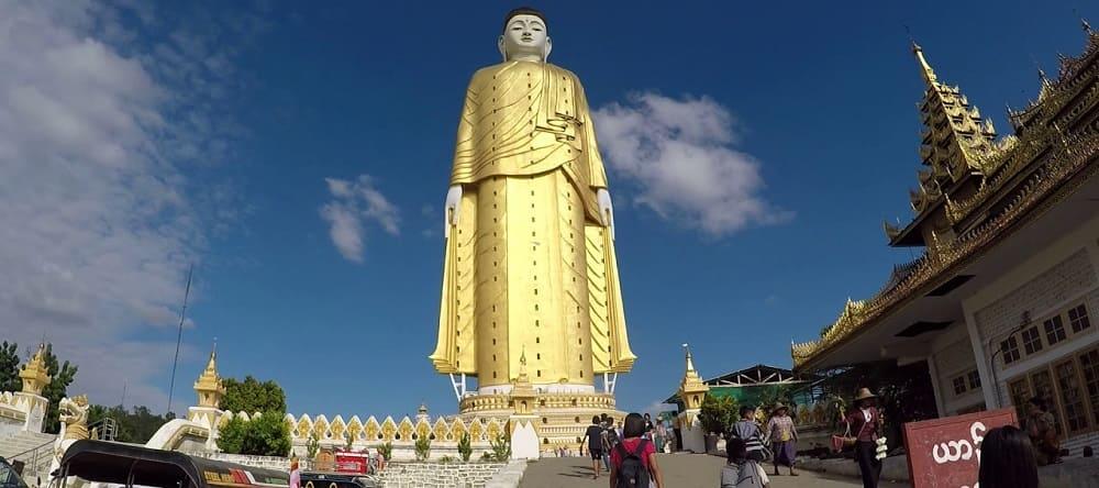 grande statue bouddhiste