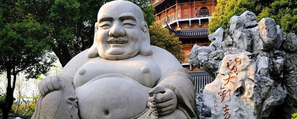 position bouddha riant