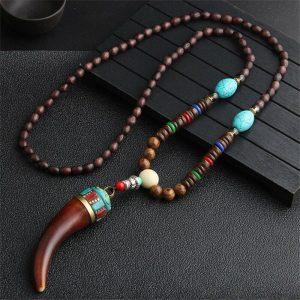 Collier bouddhiste pendentif corne
