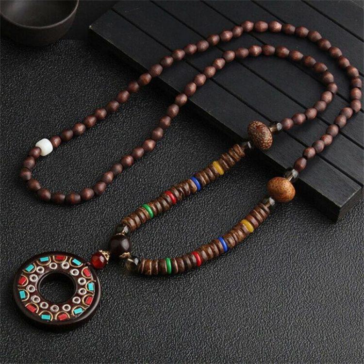 Collier bouddhiste en bois