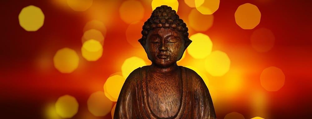 pourquoi bouddha a les yeux fermes
