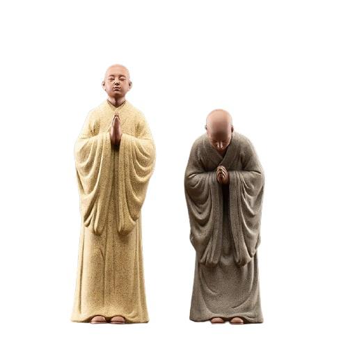 Statue moine bouddhiste extérieur